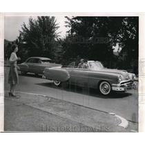 1954 Press Photo Man In Auto Slows to Look at Hitchhiker Manikin Named Una