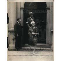 1938 Press Photo Bud Stillman and wife leaving hotel
