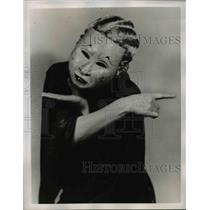 1938 Press Photo Expressiveness of Madame Pascar hands