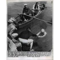 1955 Press Photo San Francisco Jack LeLanne swims from Alcatraz while handcuffed