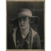 1920 Press Photo Mildred Affleck, rich girl who works for twenty cents a week