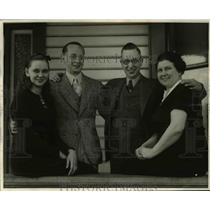 1937 Press Photo Claude Pineo with his wife, son and daughter
