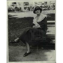 1933 Press Photo Mrs Leland Sterry Senior In United States Hotel Garden