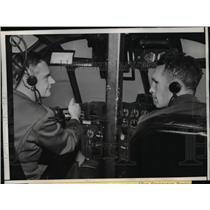 1944 Press Photo Lt. Comm. W.E. Cody with Co-Pilot Lt. J.A. Baker in flight