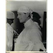 1965 Press Photo Prince Philip in Surgeon Cap & Gown Visits Burn Patients