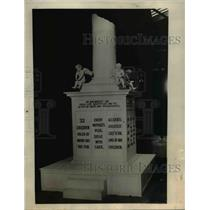 1923 Press Photo This monument consisting of a broken column to symbolize the