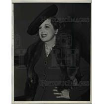 1940 Press Photo Actress Estelle Taylor arriving in Hollywood via Ustreamliner