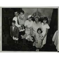1934 Press Photo Mrs. Norma Petros with her family at the Park Central Hotel