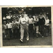 1934 Press Photo Ed Don Geroge World Wrestling Champ. walks with kids