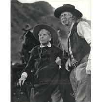 1940 Press Photo May Robson & Walter Brennan in The Texans