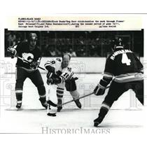 1981 Press Photo Reg Kerr of Blackhawks pucks throught Flames' Kent Nilson