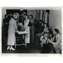 1938 Press Photo Navajo Service Drs treating rabies victims in Ariz clinic