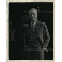 "1930 Press Photo Bert Macgarvey Decoration Consultant on ""The Women's Hour"""