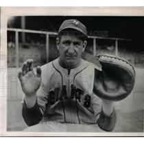 1967 Press Photo Ernie Lombardi Ex-Cather of New York Giant Slashes Throat
