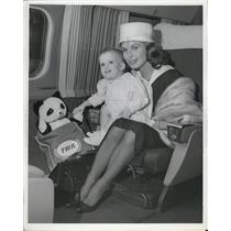 Press Photo Robert Stack's Wife And Daughter In Idlewild Airport For Madrid