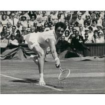 1966 Press Photo Margaret Smith in action against Mrs. L.W. King ,Wimbledon