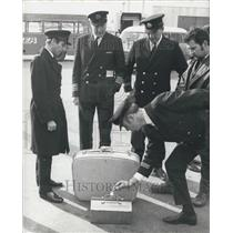 1970 Press Photo Luggage Identified By Passengers Heathrow Airport
