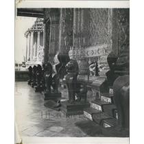 1912 Press Photo The Entrance to the shrine room is guarded by bronze lions
