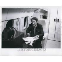1975 Press Photo Malcolm Fraser Aboard RAAF Plane - KSB50855