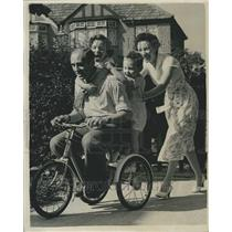 1955 Press Photo Pilot Peter Moneypenny & Family