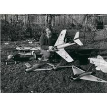 Press Photo Edward Norman In His Garden With 60 Aircraft He Has Made In 6 Years