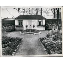 1953 Press Photo Preparation For Chelsea Flower Show - KSB60035