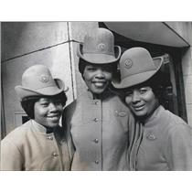 1970 Press Photo 1st United Kingdom Black Stewardesses Get Their Wings