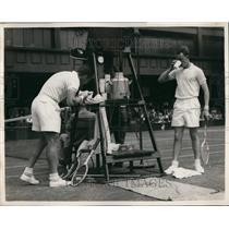 1954 Press Photo Wimbledon - Fourth Day R.K. Wilson vs Tony Trabert - KSB57695