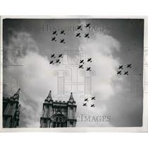 1953 Press Photo R.A.F Fly Past over Westminster Abbey in London - KSB57813