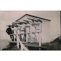 1919 Press Photo U.S. Naval Recruits practice firing at firing range.