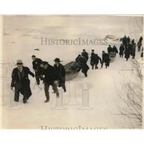 1931 Press Photo US Coast Guard pull boat thru snow