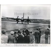 1949 Press Photo Navy Neptune Bomber take off from carrier in the Atlantic.