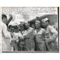 1958 Press Photo Crew of the U.S.Marines Flying Box Car forced down in Cuba.