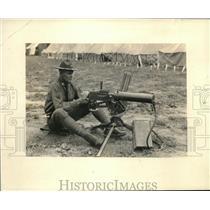 1925 Press Photo Corp.Ross C. Thomas Army Champion Machine Gunner.