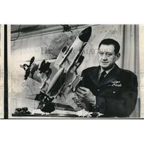 1963 Press Photo Air Force Lt.Gen. Gabriel P.Disoway hold a model of F4C Plane.