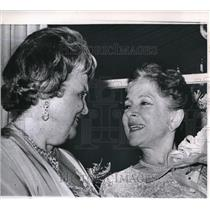 1964 Press Photo Helen Hayes and Perle Mesta in The White House Broadway Play
