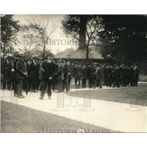 1919 Press Photo Steel Worker at Zoo During Strike Brookside Park