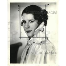 1935 Press Photo Mildred Linn Actress Eno Crime Clues - orp18377