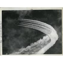 1961 Press Photo Exciting display of aerial acrobatics by Thunder Tiger planes