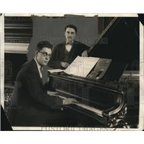 1925 Press Photo Near Barker and Clarence Brodeur (w/ glasses)