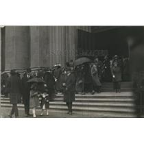 1920 Press Photo St Patricks Cathedral in NYC crowds at church