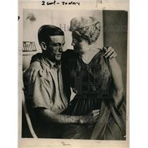 1919 Press Photo  Killer Harry S New & mom Mrs Lulu Berger