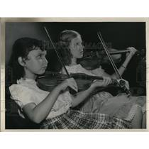 1920 Press Photo Laurel Joseph and Roberta Strawn,Cleveland Children's Symphony