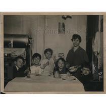 1919 Press Photo Mrs Hilda Cosgrove & kids heir to $50,000