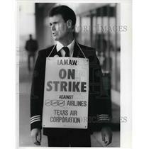 1989 Press Photo Bob McClelland Eastern Airline pilot