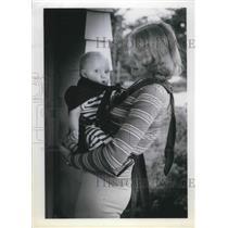 1979 Press Photo Modeling Lois Concannon, Eugene Oregon with Deborah patented