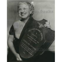 1954 Press Photo Jet pilot Jacqueline Cochran holds F, W. Hawks memorial award