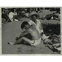 1933 Press Photo Husband and Wife on The Beach