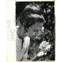 1980 Press Photo Barbara Daniels published recently a gardening guide - ora10770