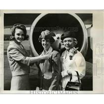 1965 Press Photo Mrs Frank Kreutz (R), daughter Tamra Jean (C) & Gail Condon